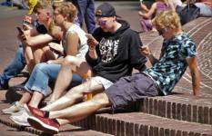 celular en las relaciones sociales